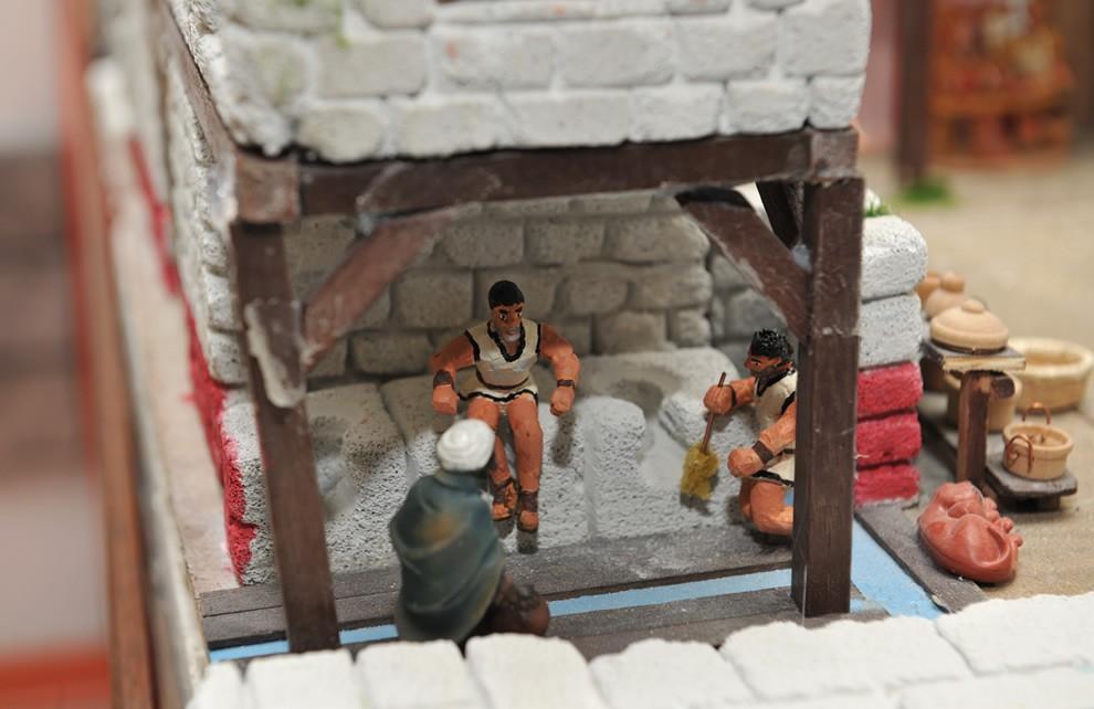 La Civiltà di Roma - I WC nell'antica Roma | Civica Galleria Figurino Storico