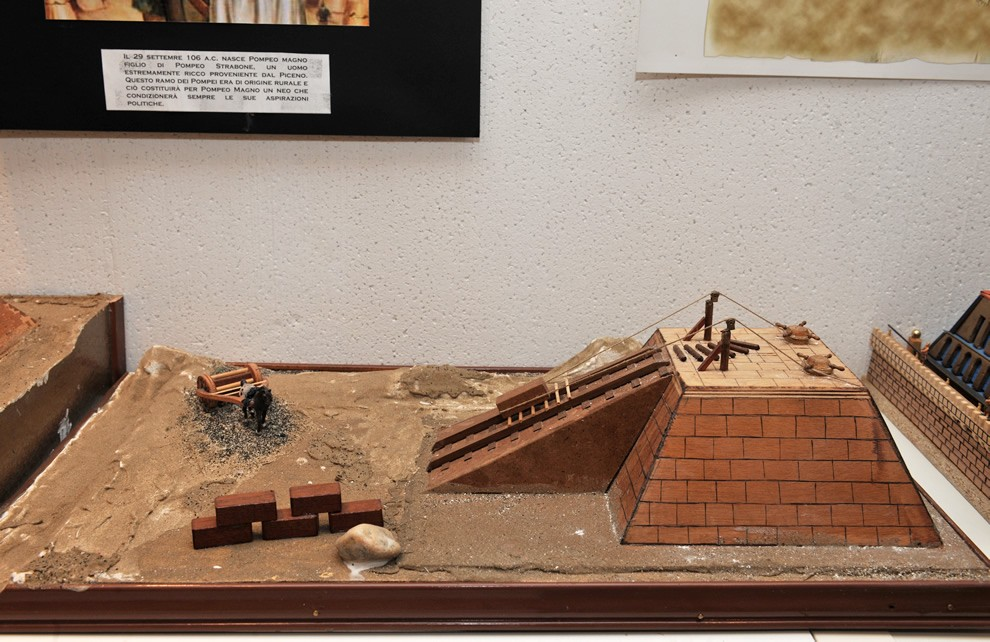 Gli Egizi   Civica Galleria Figurino Storico